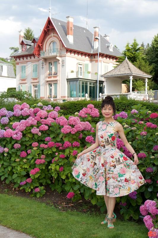 Rosa showing her dress in Évian-les-Bains.
