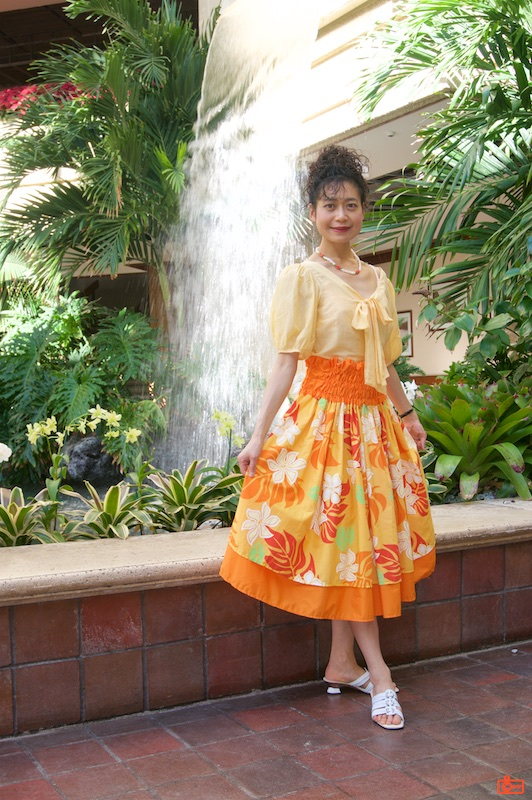 Rosa posing in the mall attached to the Hyatt Regency Waikiki.